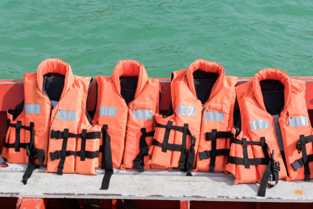 wear your life jacket while sailing on the Pangalanes Channel
